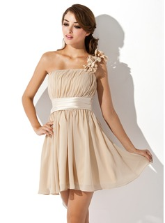 Fashion trends in homecoming dresses 2013